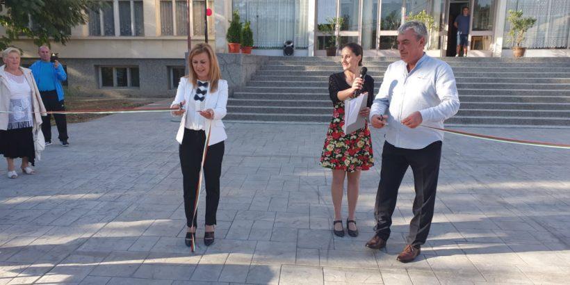 Народният представител Светлана Ангелова и кметът на Община Две могили откриха обновения център на Кацелово