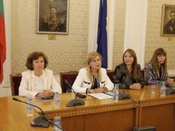 Народният представител Светлана Ангелова се срещна с новите членове на Съвета на децата към ДАЗД