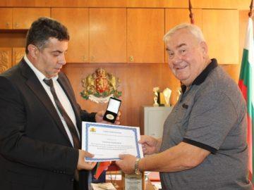 Областният управител поздрави кмета Г. Георгиев по повод 45 - години от обявяването на Ветово за град