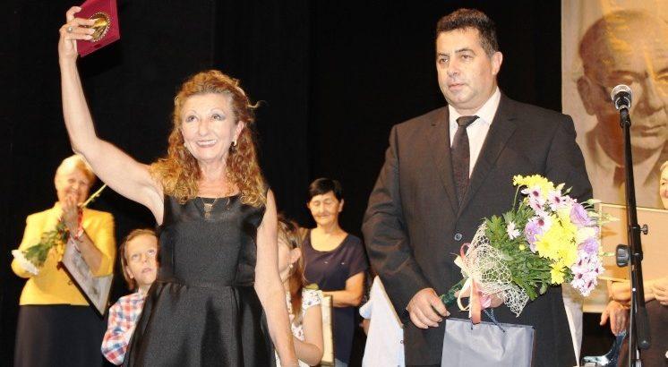 Директорът на НУИ - Русе Мария Дуканова бе удостоена с плакет от областния управител Галин Григоров
