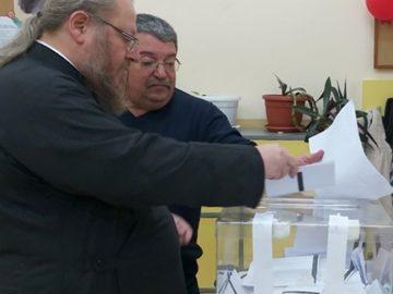 Русенският митрополит Наум гласува днес