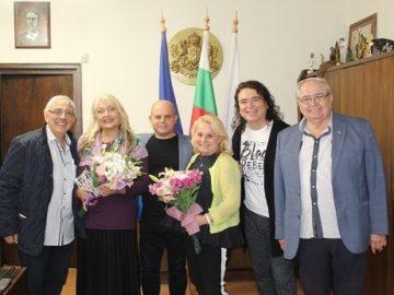 """Кметът Пламен Стоилов се срещна с организаторите и журито на фестивала """"Северно сияние"""""""
