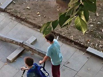 Изкъртиха бордюри пред сухия шадраван в Русе