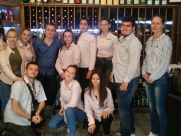 Ученици от ПГ по туризъм - Русе посетиха Enoteca wine and coffee