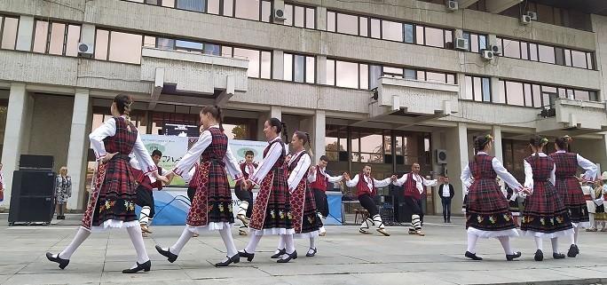 """11 състава се включиха в Международния младежки фолклорен танцов фестивал """"Северина"""""""