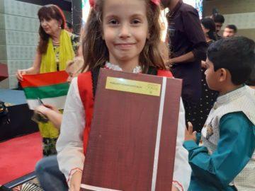 Деветгодишната Петя Димитрова получи награда от световен конкурс в Индия