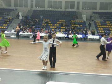 Второ място за дебютантите В. Димитрова и Б. Василев на републикански турнир по спортни танци