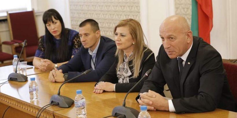 """Народният представител Светлана Ангелова се срещна с представители на дом """"Дълголетие"""""""