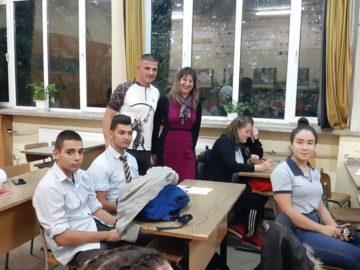 Ученици от ПГИУ - Русе се срещнаха с финансов консултант от Варна