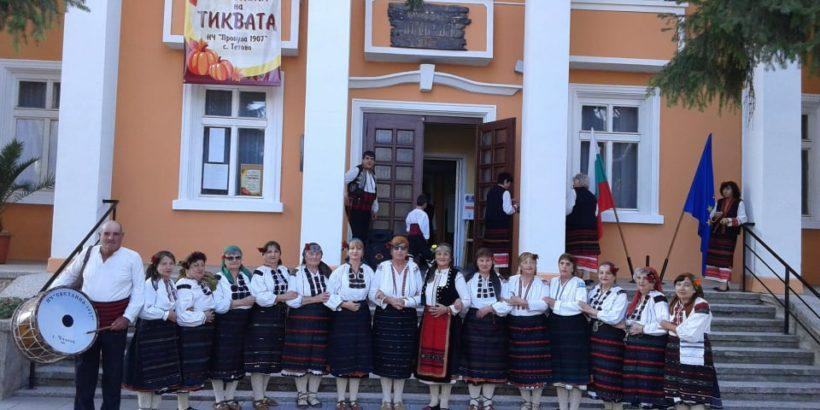 """Отлично представяне на """"Чилновските баби"""" на фестивала на тиквата в Тетово"""
