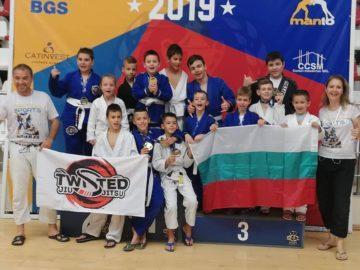 """Първокласник от ОУ """"Иван Вазов"""" със златен медал от международен турнир по джу джицу в Румъния"""
