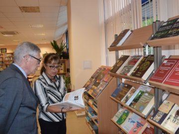 """Йосиф Давидов представи книгата си """"Репортер от миналото време"""" в Русенския университет"""