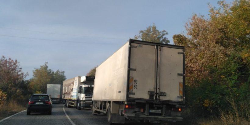 Удар на два камиона затвори пътя Русе - Бяла тази сутрин
