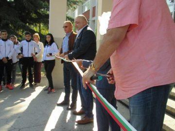 Министър Красен Кралев откри обновеното русенско спортно училище и общежитие към него