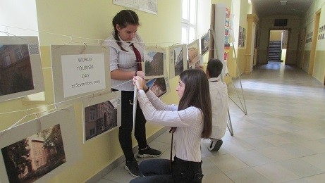 "Интерактивна изложба подредиха ученици от АЕГ ""Гео Милев"" - Русе"