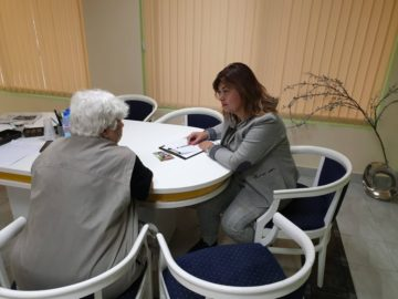 Кандидатът за общински съветник Алисе Муртезова приема предложения от граждани