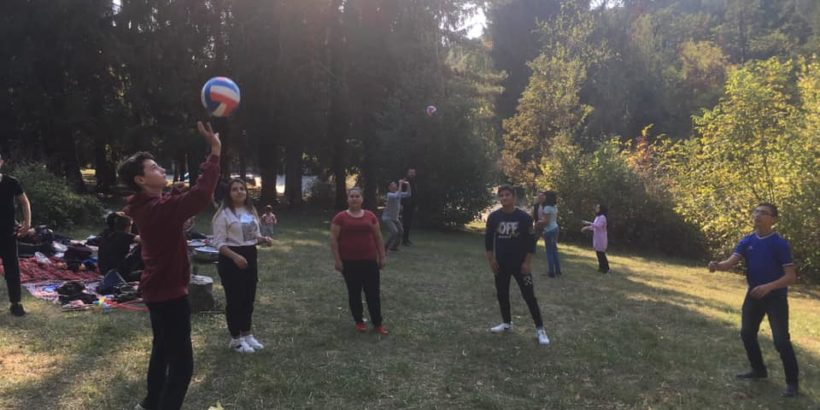 """Пикник под надслов """"Игри и спорт"""" с учениците от Духовното училище се проведе в Лесопарка"""