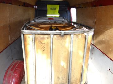 Митнически служители задържаха 1100 литра дизелово гориво на тир паркинг в Бяла