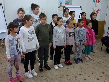 Стихове и песни огласиха училището в Ценово за 1 ноември