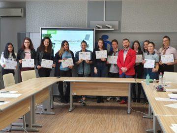 """Русенски ученици бяха """"Мениджъри за един ден"""" в Русенска търговско-индустриална камара"""