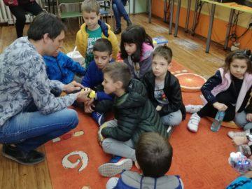 """Възпитаници на СУ """"Христо Ботев"""" посетиха библиотеката"""