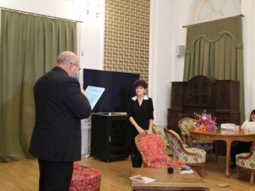 Енчо Енчев поздрави Теодора Бакърджиева по повод представянето на новата й книга