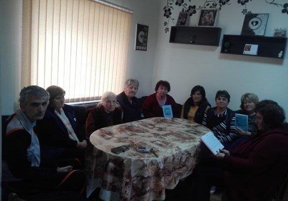 Поетеса благодари със стихове на пенсионери в Ценово