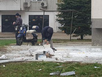 Кофи с боя хвърляха от русенски блок
