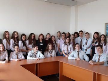 """Ученици от ПГИУ - Русе се срещнаха с ръководителите на Териториално статистическо бюро """"Север"""""""