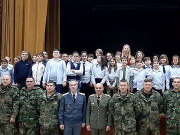 Изложба, посветена на празника на сухопътните войски, бе открита преди малко във Военния клуб
