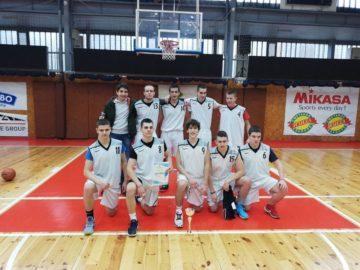 Баскетболният отбор на СУЕЕ първи на общинското първенство