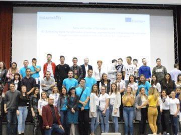 """Младежи разработваха дигитални бизнес модели за предприемачи във Факултет """"Бизнес и мениджмънт"""" на Русенския университет"""
