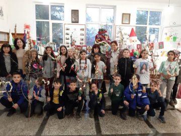 Деца и самодейци украсяваха сурвакници в Долна Студена