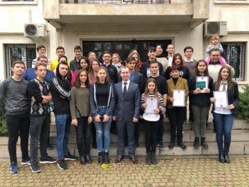 Наградиха деца и възрастни, които активно участваха в конкурси и олимпиади по руски език