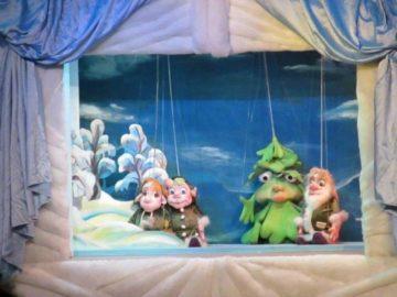 """Куклен театър - Русе представя """"Коледна приказка"""" от Вера Стойкова"""