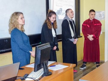 """Как да защитят правата си чрез съдебните институции научиха единадесетокласници от МГ """"Баба Тонка"""""""
