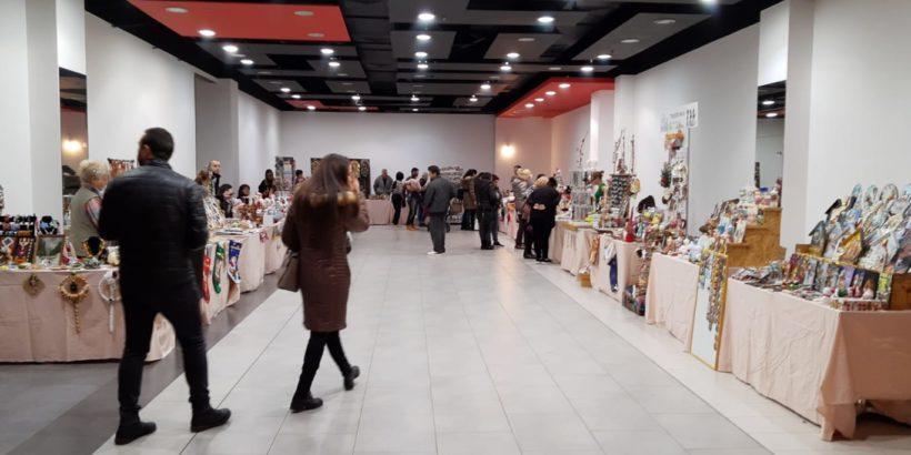 За шеста поредна година Дунавският център за изкуства и занаяти организира коледен базар в Mall Rousse
