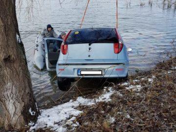 Семейство падна с автомобила си в езеро в Гюргевско