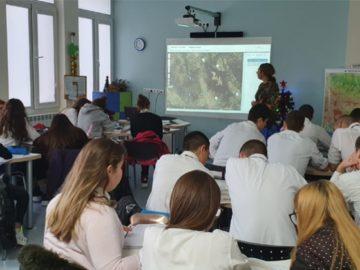 Чрез споделяне на добра практика в СУ за европейски езици се проведе открит урок по география и икономика