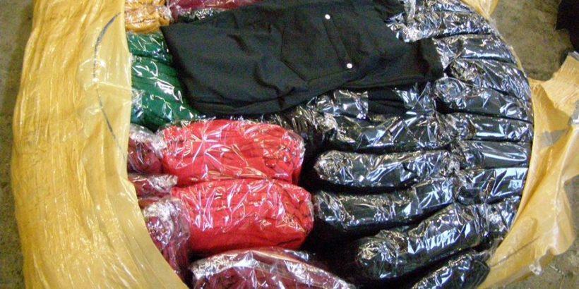 Митнически служители задържаха контрабандни облекла и парфюми при два отделни случая