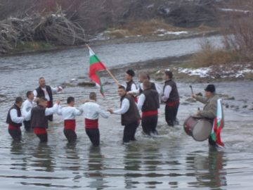 В три села от община Ценово вадиха кръста на Йордановден