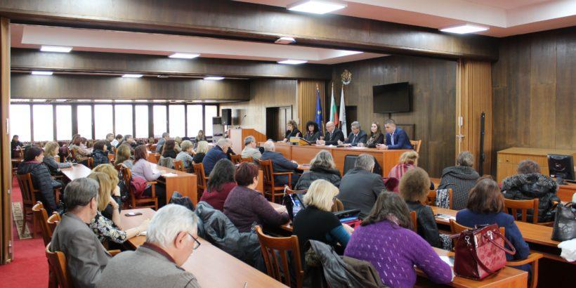 Идеи за общи инициативи и решения за още по-добро сътрудничество обсъдиха Община Русе и директори на учебни заведения