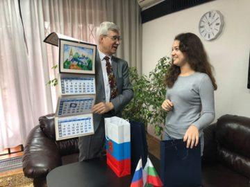"""Две ученички с награди от конкурса """"Символи на Русия"""""""