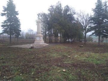 Почистиха паметник в Иваново