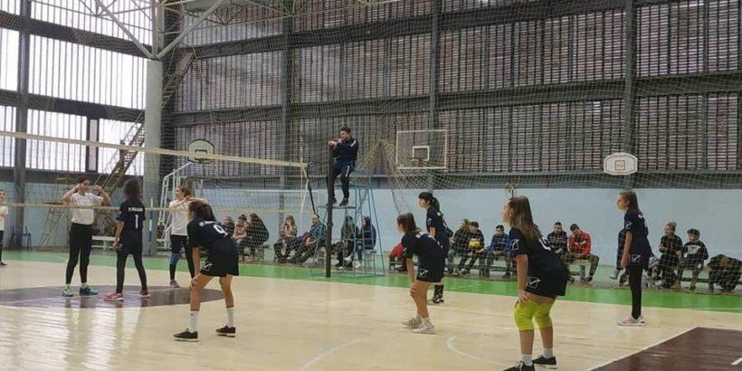 """Тимът на ОУ """" Иван Вазов"""" по волейбол за девойки 5-7 клас взе участие в общинското първенство"""