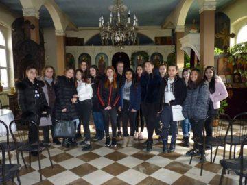Ученици от ПГО - Русе посетиха католически и православен храм