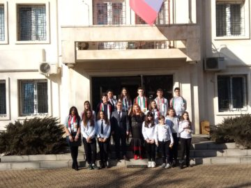 """Ученици от СУ """"Възраждане"""" посетиха Руското консулство по повод 1 март"""