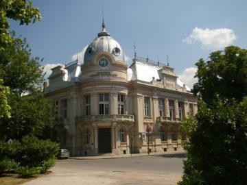 """Днес Регионална библиотека """"Любен Каравелов"""" - Русе навършва 132 години"""