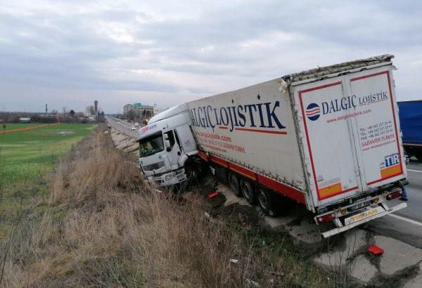 Обърнат турски камион блокира за близо половин час пътя от Гюргево за Букурещ