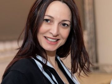 Мария Иванова – Богомила представя книгата си с любовна лирика